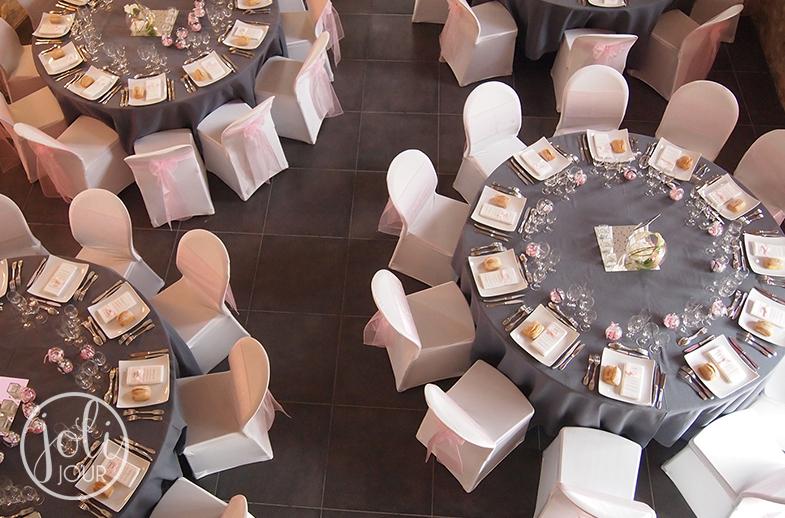 Decorateur-de-mariage-Tours-Poitiers-Niort-La-Rochelle-Angoulême-Location-nappes-grises-Gris-et-rose-poudre-lArmandiere-Bossee-Avis