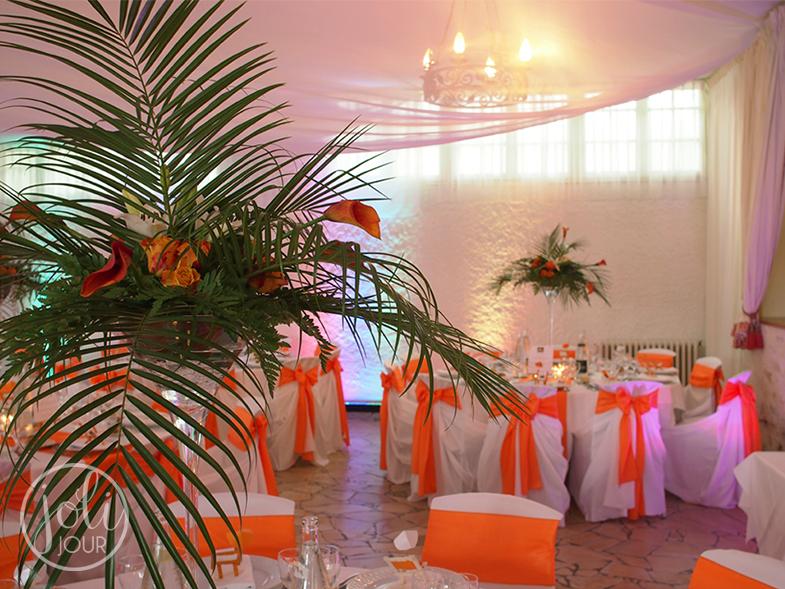 DOrganisateur-decorateur-de-mariage-Niort-centre-de-table-vase-martini-orange-idees-tropicale-exotique-antilles-afrique-palmier
