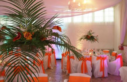 Location-housses-de-chaise-blanches-poitiers-Decoration-de-salle