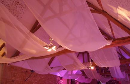 decoration-de-salle-tours-location-voilage-blancs-eclairages-LED