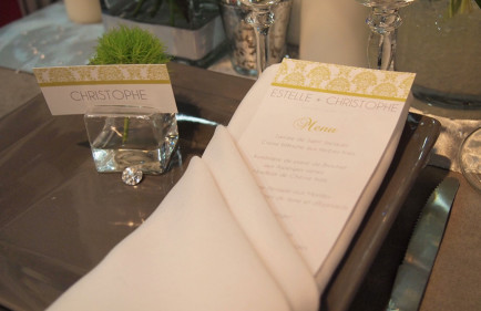 decoration-de-table-creation-menus-marque-place-vert-anis-et-gris