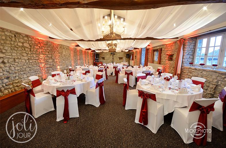 decoration-mariage-chateau-de-perigny-poitiers-niort-chatellerault-location-voilages-housses-de-chaises-noeuds-satin-bordeaux