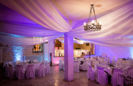 decoratrice-de-salle-poitiers-location-drapes-blancs-spots-LED-lumiere