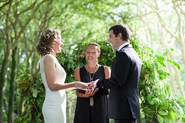 officiant-de-ceremonies-laiques-mariage-mixte-gay-Poitiers-niort-angouleme-tours-la-rochelle-ile-de-re-oleron-angers-saumur-limoges