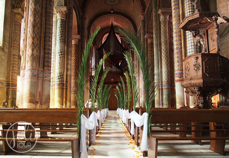 Decoration-de-ceremonie-Poitiers-Eglise-Notre-Dame-Decoratrice-wedding-planner-Mariage-afrique-exotique-palmier