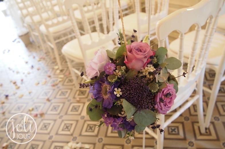 Organisation-mariage-Poitiers-Decorateur-vintage-shabby-chic-Chateau-de-Saint-Julien-Location-chaises-Napoleon-iii-blanches-decoration-theme-violet-mauve-lilas-parme